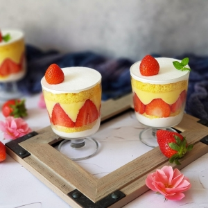 Desert od jagoda u čaši
