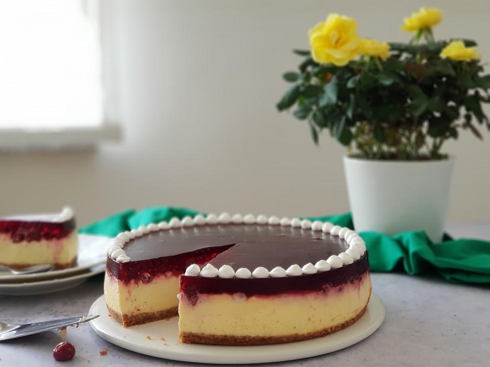 Krem torta s višnjama