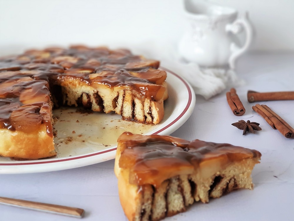 Preokrenuti karamel kolač s jabukama