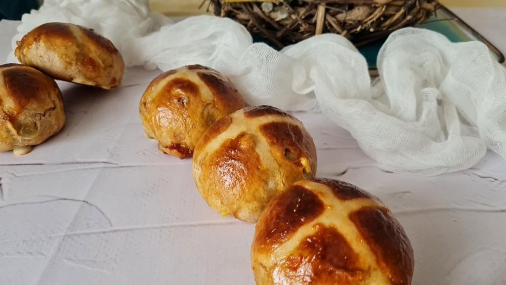 Slatka uskrsna peciva