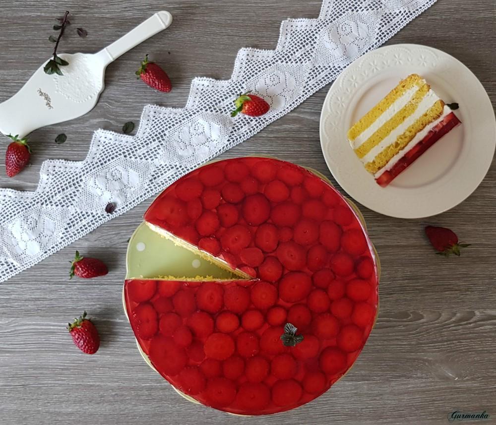 Fina torta od sira i jagoda